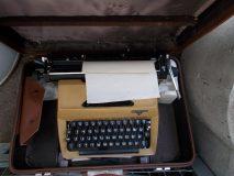 30.01.2019 M aszyna do pisania w skórzanej walizce